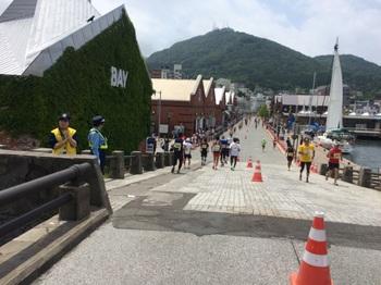 P07_赤れんが倉庫を過ぎて函館山へ_.JPG